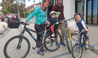 1_Family_group_velo_cycles_street_park_13Oct2019