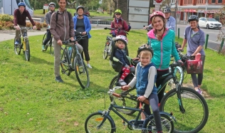 1_Group_velo_cycles_street_park_13Oct2019