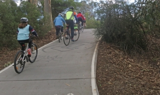Neighbourly-Ride-Carlton-North_cresting_Merri-Creek-exit-ramp_09Jun2019