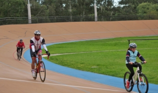 Neighbourly-Ride-Carlton-North_racing_Brunswick-Velodrome_09Jun2019