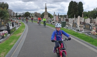 Neighbourly-ride_Carlton-North-melbourne-cemetry-group_