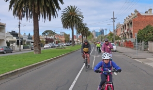 Neighbourly-ride_Carlton-North_Canning-Street_palm-trees
