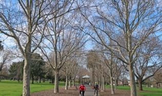 Neighbourly-ride_Carlton-North_Darling-Gardens_Clifton-Hill_28Jul2019