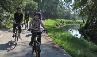 Neighbourly-ride_Carlton-North_Merri-Creek_Rick-leading_22Apr2018