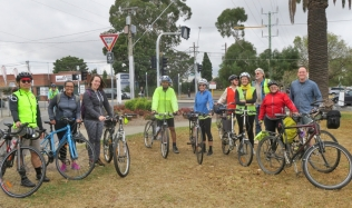 Neighbourly-ride_Carlton-North_Velo-Cycles_finish_Group