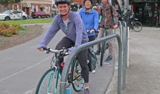 Velo-cycles_group-at-lights_13Oct2019